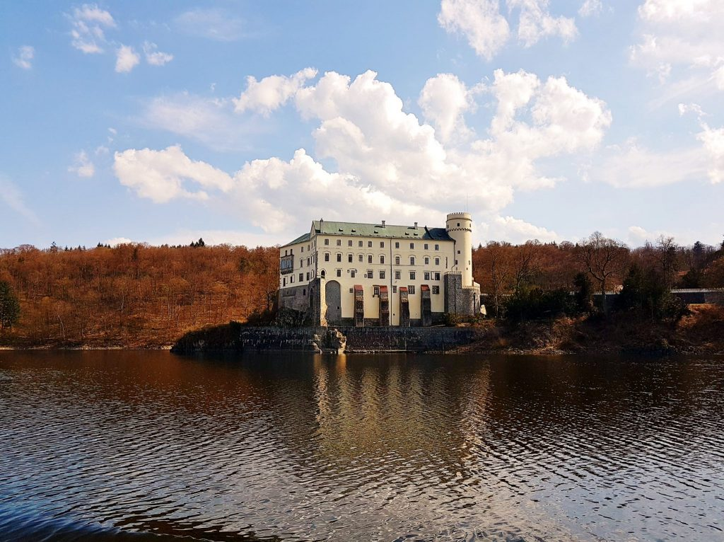 ein Schloss auf einer Insel über der Moldau, Südböhmen Ausflugsziele