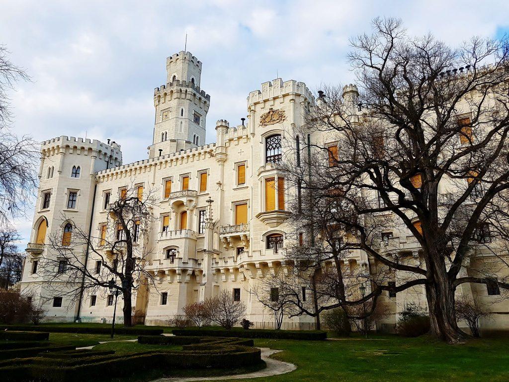 großes weißes Schloss an der Moldau, Südböhmen!