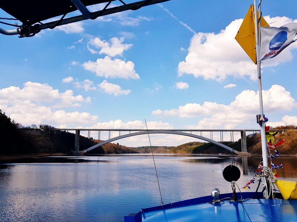 Fluss-Fahrt an der Moldau in Südböhmen