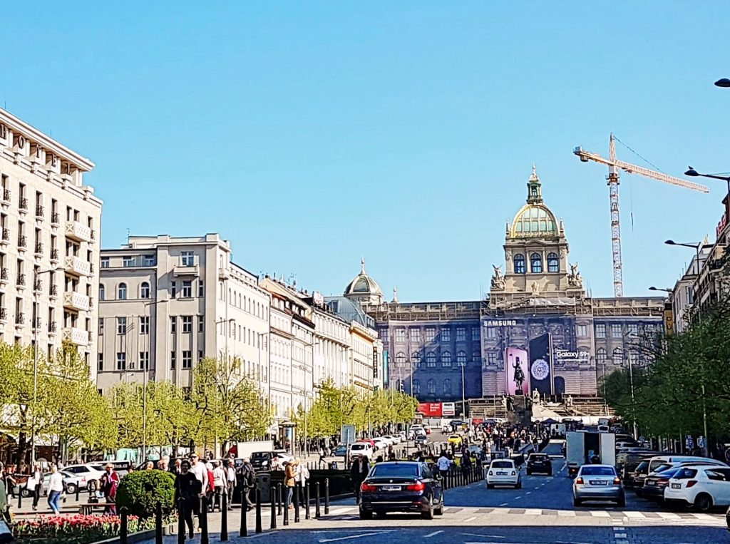 Wenzelsplatz mit Prachtstraße in Prag