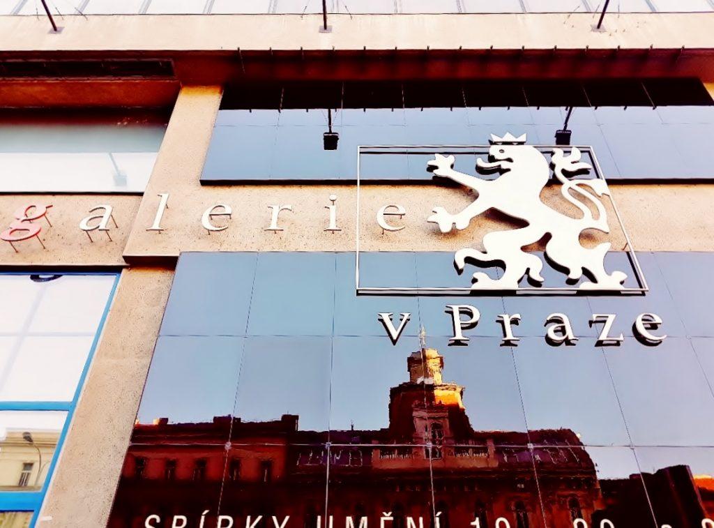 Glasfassade der Prag gallery