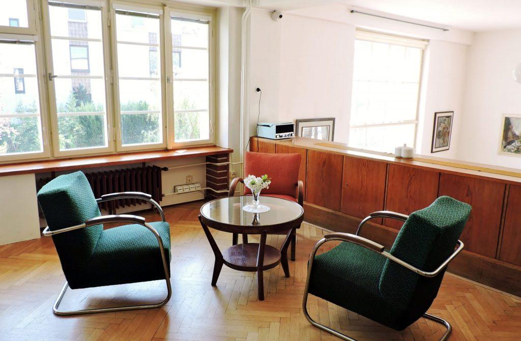 ein Salon mit Sitzgruppe