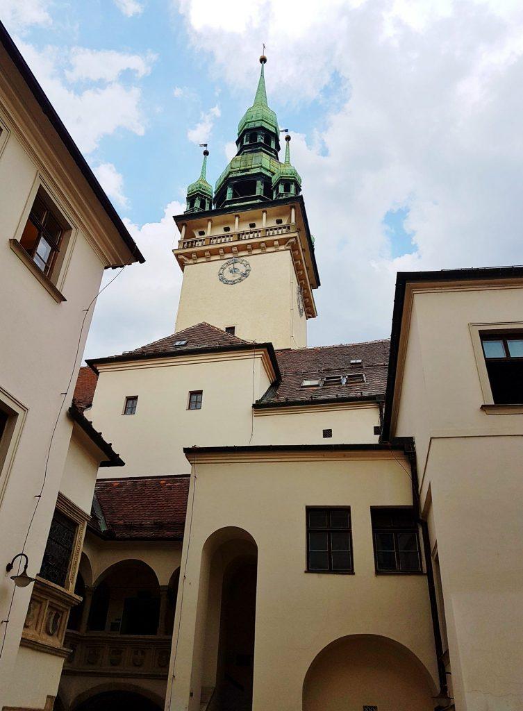historisches Gebäude mit Turm