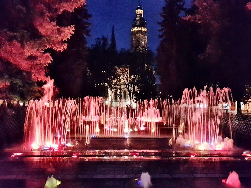 Beleuchteter Brunnen in Košice Kulturhauptstadt