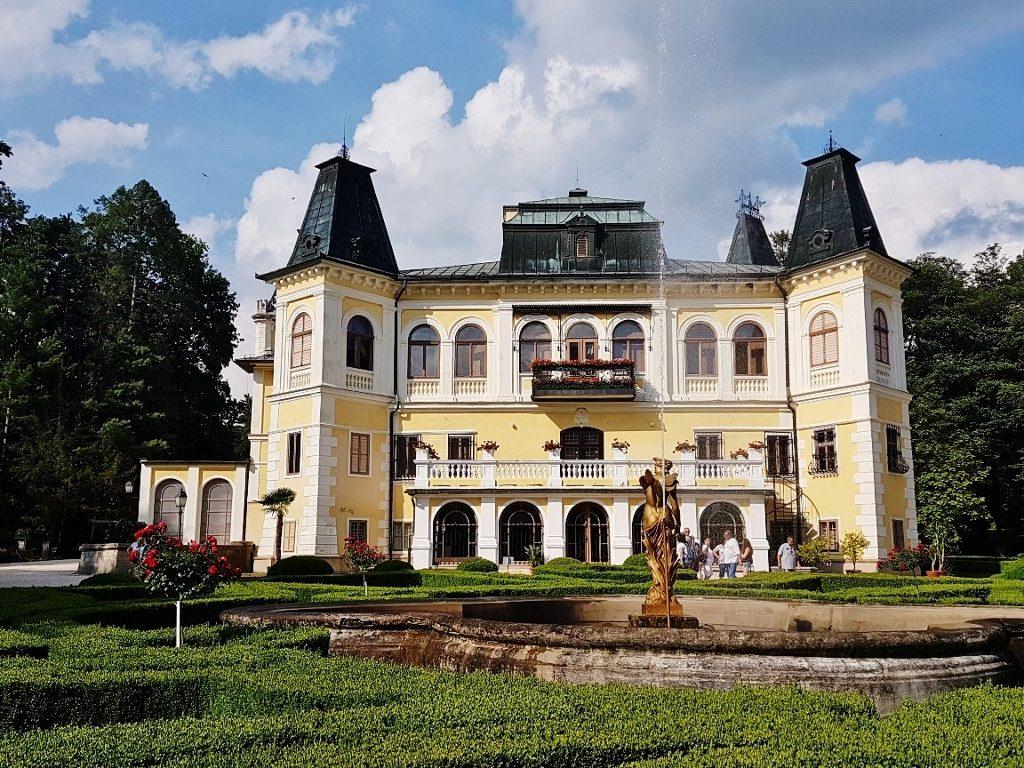 Schloss mit Parkanlage