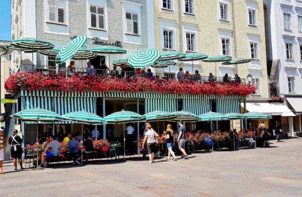Café mit Terrasse, Salzburgs Kaffeehauskultur vom Feinsten