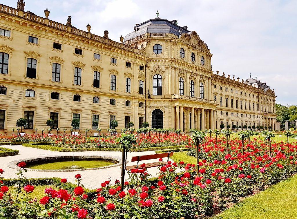 Schloss mit bezaubernder Gartenkultur