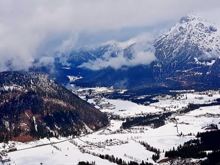 Blick auf das Pillerseetal im Winter