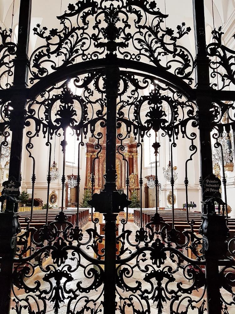 schmiedeeisenes Tor in die Kirche, Mozart - Salzburg Sehenswürdigkeiten