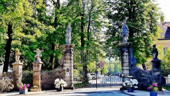 Einfahrt Schloss Leopoldskron Salzburg