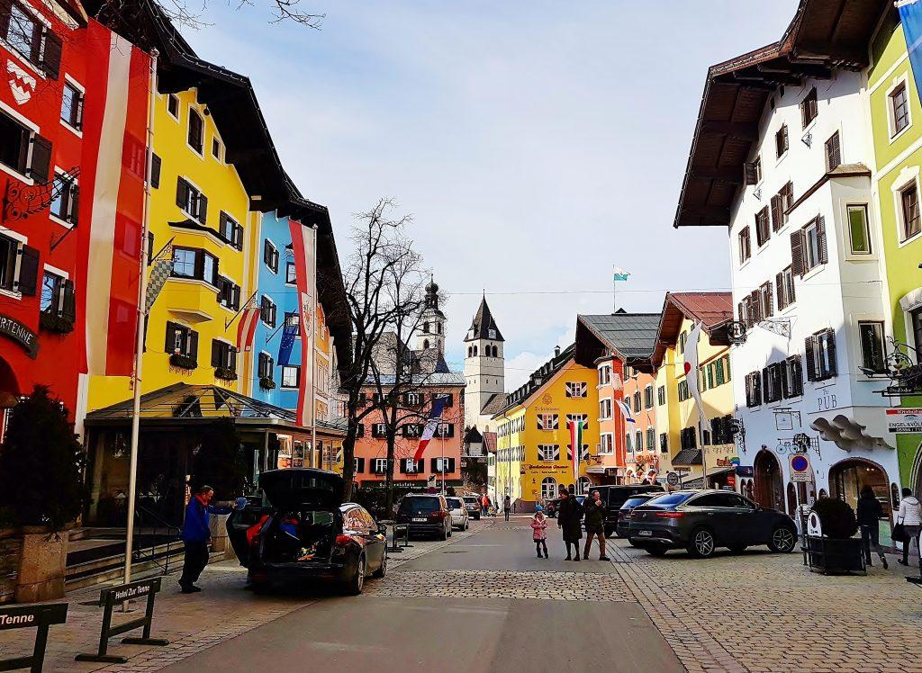 Straße durch den Ort Kitzbühel Altstadt Sehenswürdigkeiten