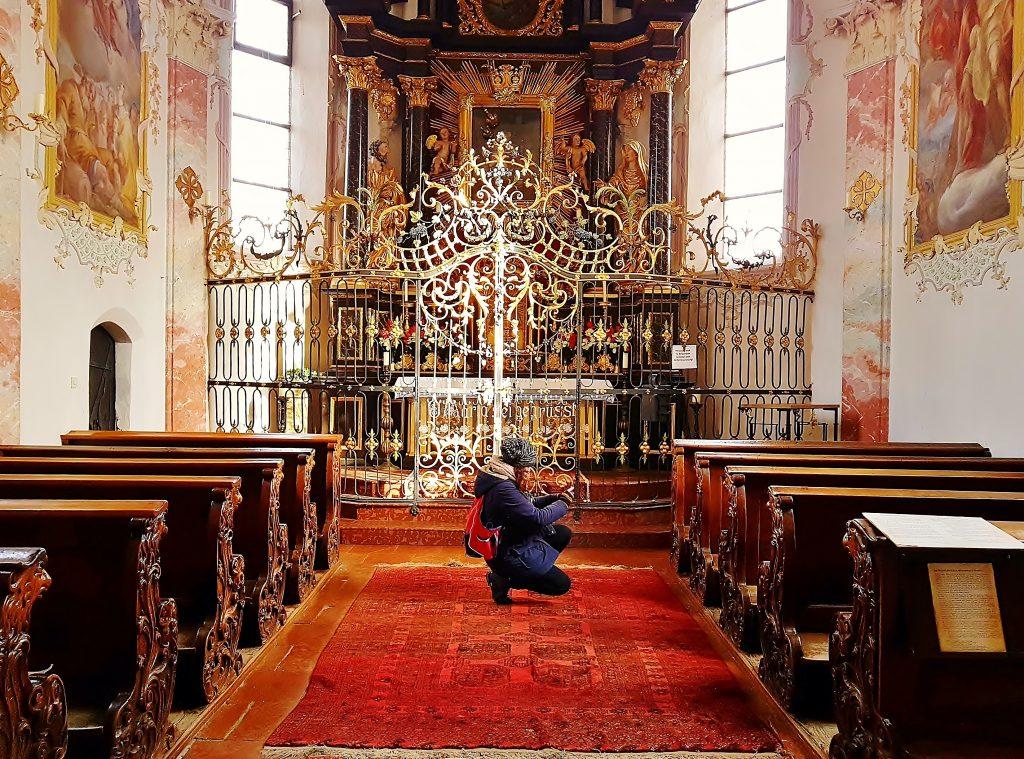 Kirche mit Hochaltar, Kitzbühel Altstadt Sehenswürdigkeiten