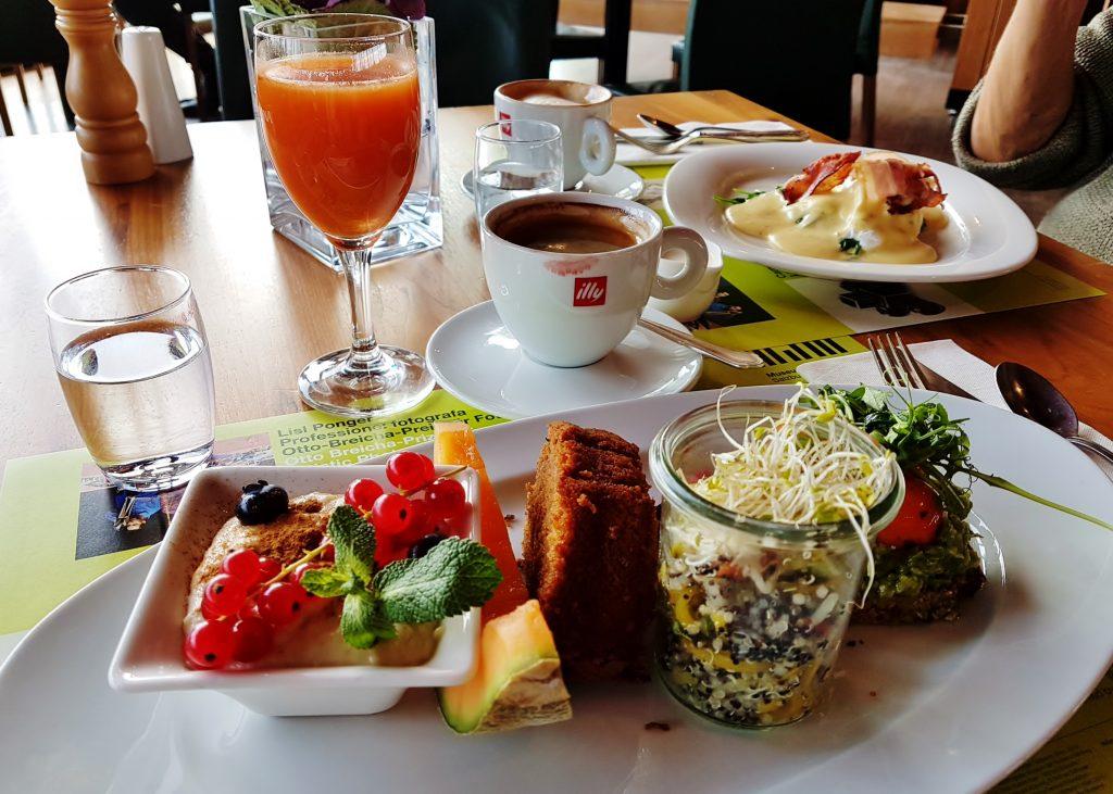 verschiedene kleine Speisen, Frühstücken am Mönchsberg Salzburg