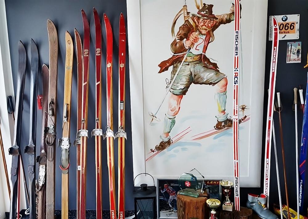 altes Ski-Material