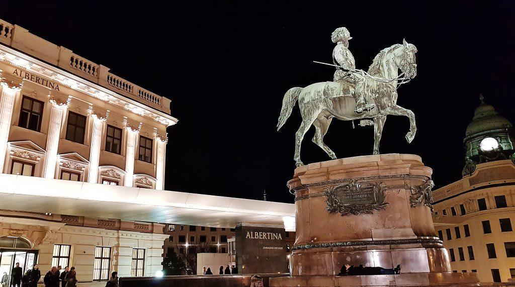 ReiterSstandbild in der Nacht