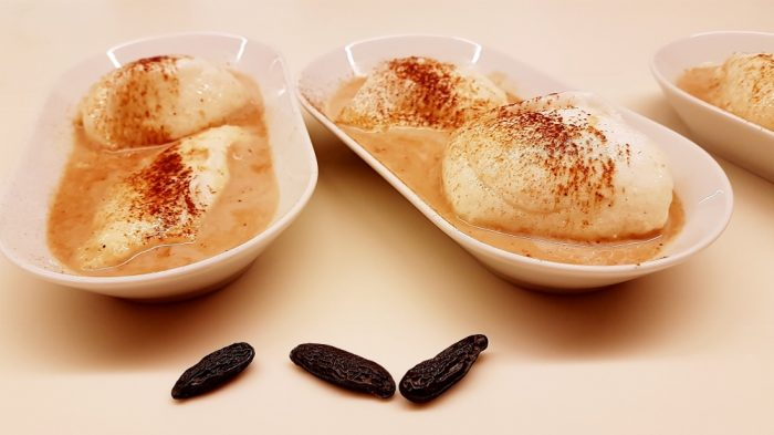 Schneenockerl mit Vanille-Dattelmilch