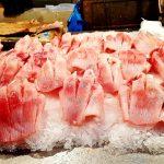 Stand mit frischem Fisch