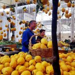 Marktstand mit Zitronen