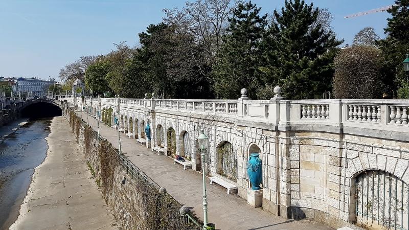 Wienkanal Weg im Stadtpark Wien
