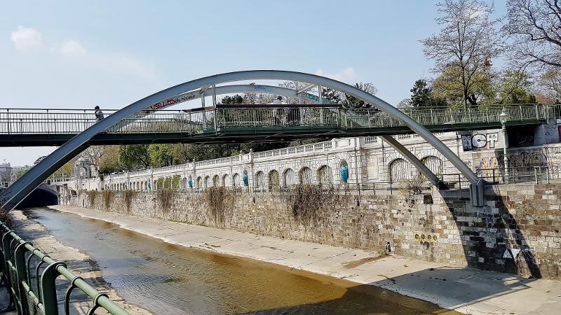 Bogenbrücke im Stadtpark Wien