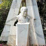Lehar Denkmal aus Stein im Park