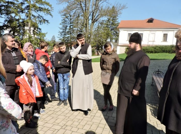 Besuchergruppe beim Popen Moldawien
