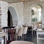 Innenansicht weißer Restaurantraum