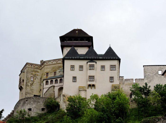 Burg auf einem Hügel