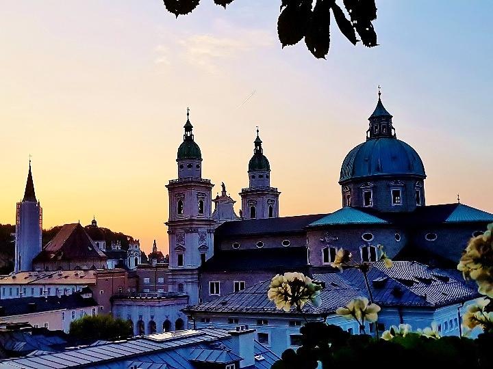 Salzburger Dom im Abendlicht