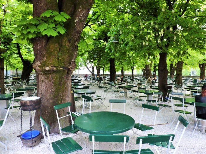 Biergärten in Salzburg mit alten Bäumen
