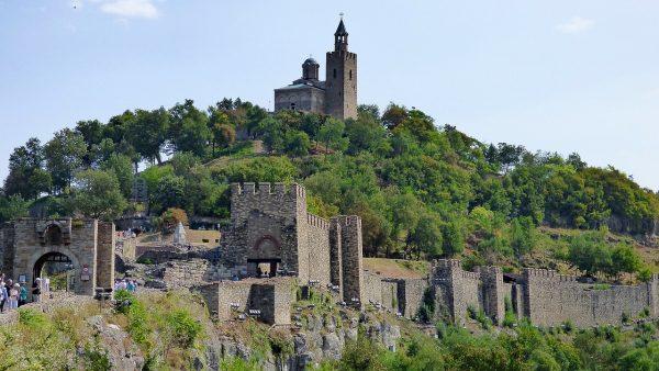 Festungsanlage auf einem Hügel