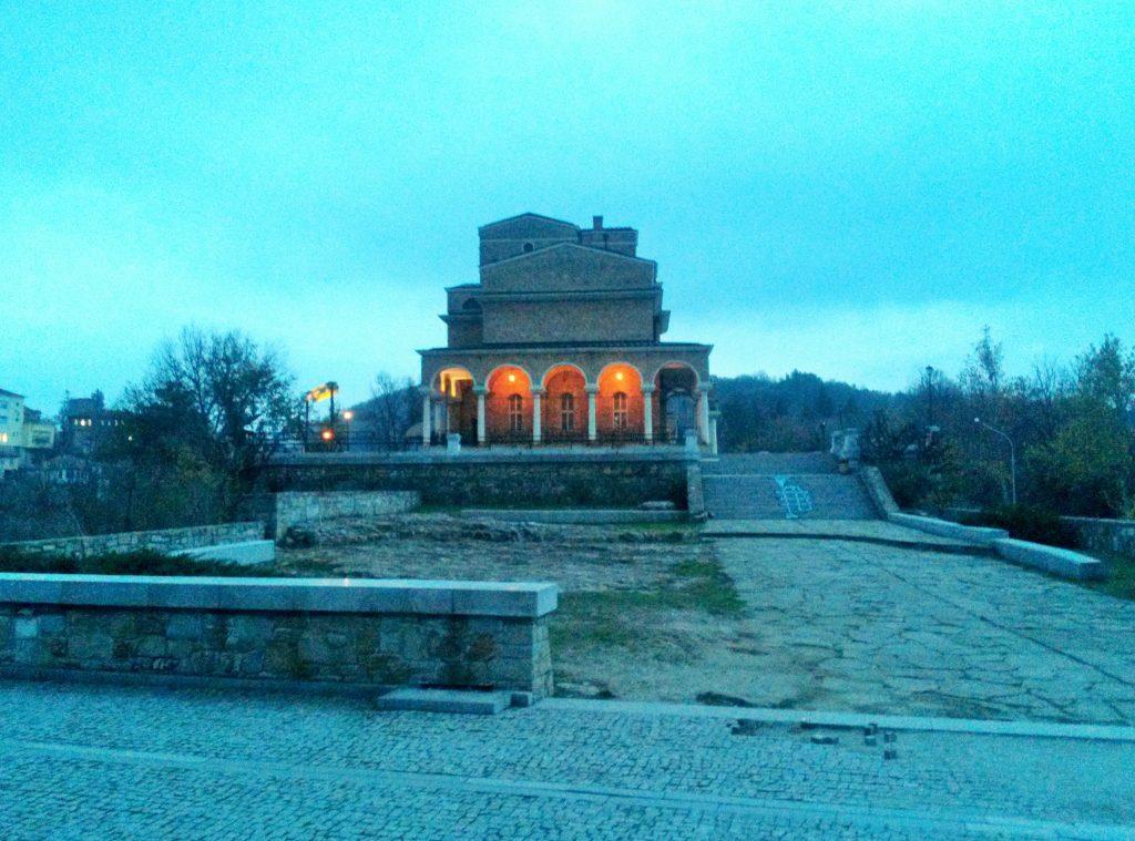 Monument auf steinernen Treppen