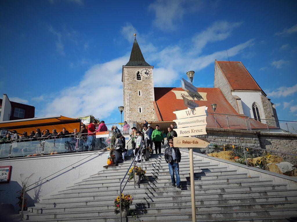 Pielachtaler Dirndlkirtag bei Kirche Hofstetten