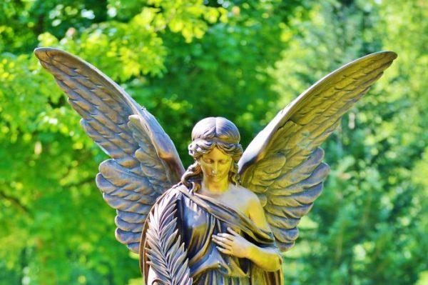 Friedhofs-Engel mit Flügeln a