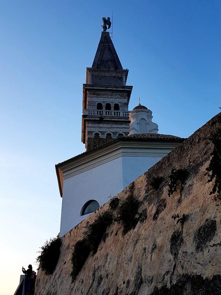 Campanile mit Teil der alten Stadtmauer von Piran