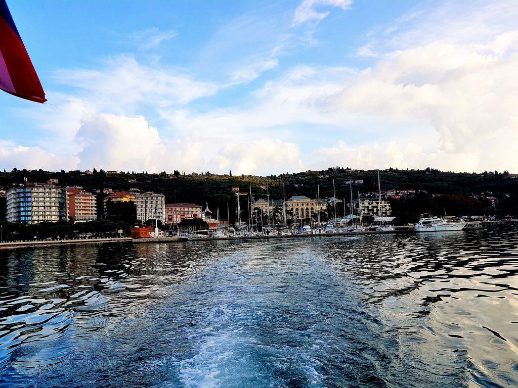 Bootsfahrt Slowenische Riviera von Portoroz wegfahrend