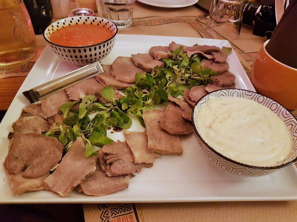 istrische Kulinarik gekochte Ochsenzunge aufgeschnitten