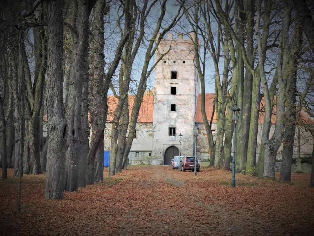 herbstlicher Park mit Schloss Brtnice, Tschechien