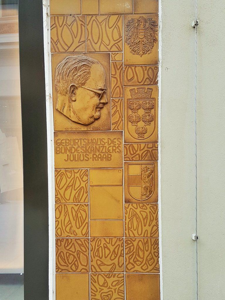 Gedenktafel von Julius Raab an einem Haus