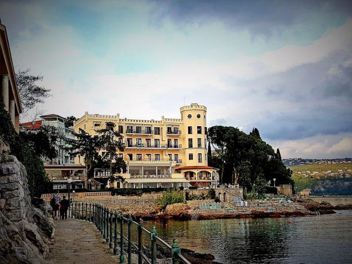 Hotel Miramar an der Uferpromenade in Opatija