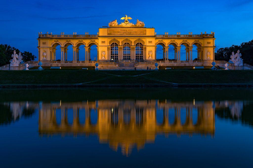 Gloriette in Wien bei Nacht