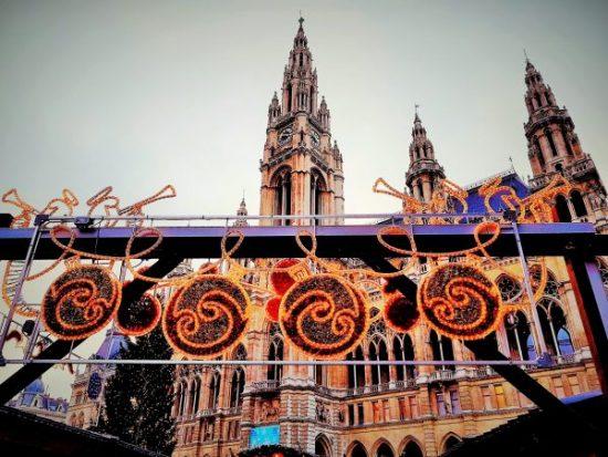 weihnachtliche Dekoration am Weihnachtsmarkt Rathausplatz Wien