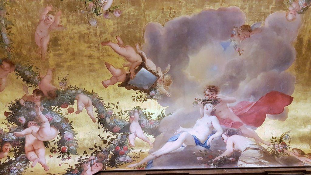 Decke mit prachtvollem Fresko