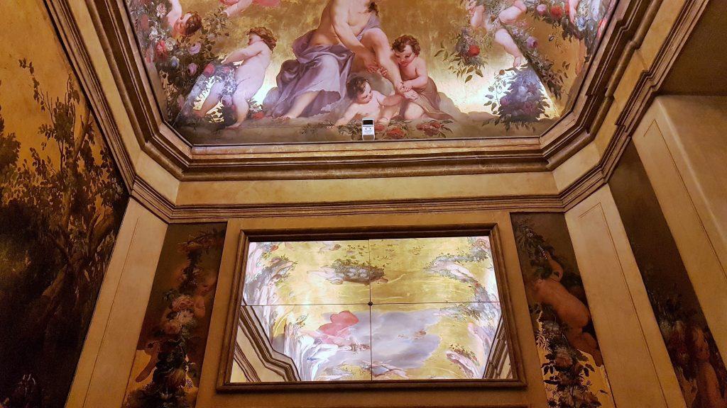 prächtige Secco Malerei an Decke und Wand