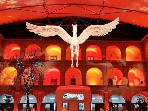 Pegasus schwebend, Advent Stallburg Wien