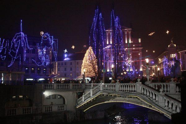 Winterzauber im Advent Weihnachtsmärkte in Ljubljana bei Nacht