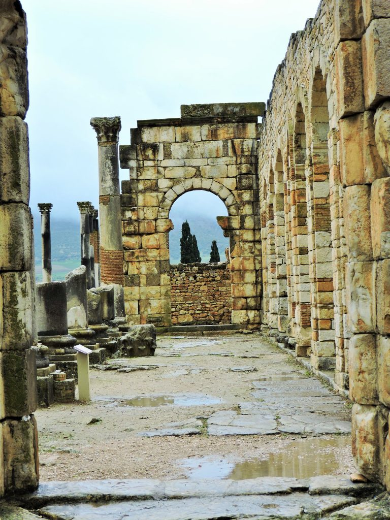 Ruinen der Tempeöanlage von Volubilis Marokko