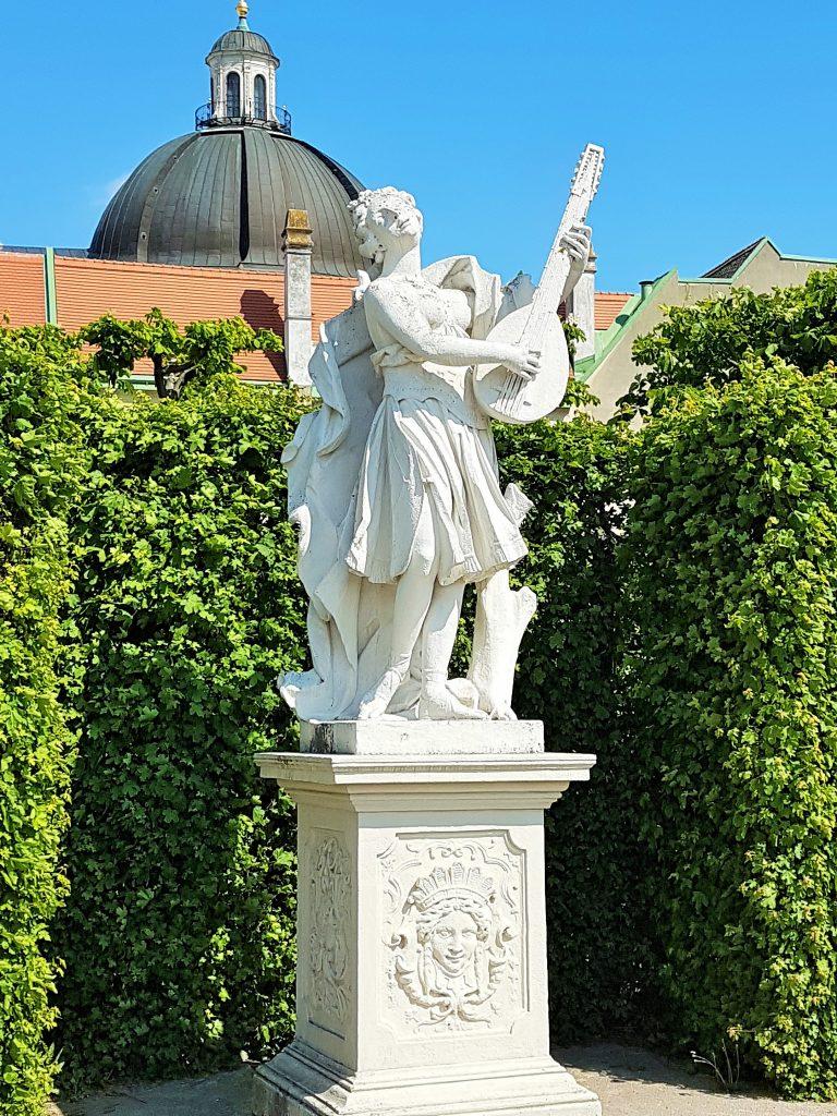 Statue im Belvedere Park Wien
