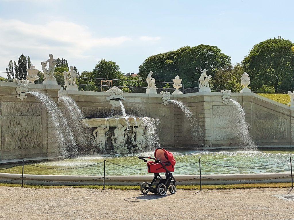 Kaskadenbrunnen im Belvedre Park Wien