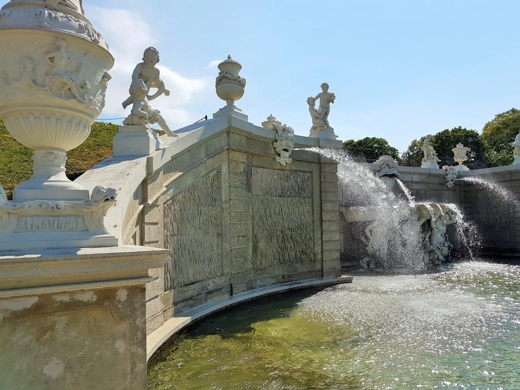 barocke Brunnenanlage eines Schlosses